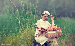 autumn selfie portrait photography woman 女 カメラ 白 lacedressの写真・画像素材[360034]