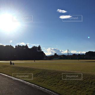 公園 青空 芝生 雲の写真・画像素材[346691]