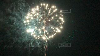 空に花火の写真・画像素材[1387216]