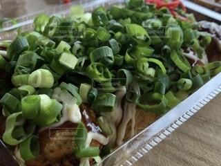 テーブルの上の食べ物のクローズアップの写真・画像素材[2428055]