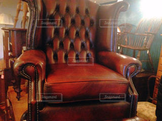 革張りの椅子付きのリビング ルームの写真・画像素材[786483]