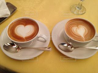 テーブルの上のコーヒー カップ - No.788814