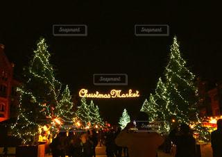 夜ライトアップ サインの写真・画像素材[862088]