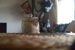 テーブルの上に座って花瓶の写真・画像素材[728319]