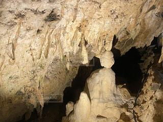 洞窟のクローズアップの写真・画像素材[2830136]