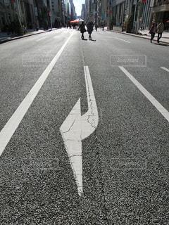 通りを歩くの写真・画像素材[844878]