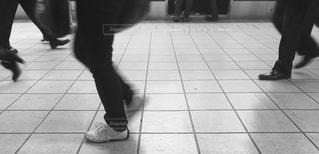 急ぐ足たちの写真・画像素材[897174]