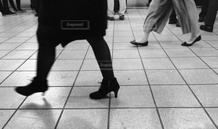 床の上を歩く人々 のグループの写真・画像素材[902050]