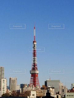 背景の高層ビル街の景色の写真・画像素材[942167]