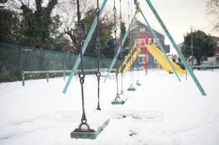 冬のブランコの写真・画像素材[1093308]