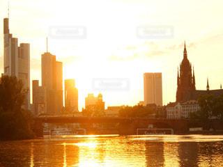 マイン川の夕暮れの写真・画像素材[1181184]