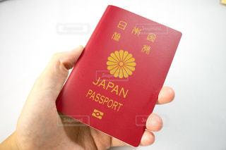 パスポートを渡す - No.895892
