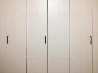 白いクローゼットの写真・画像素材[1143377]