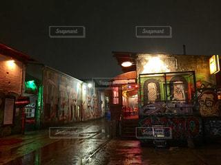 ドイツ・ベルリン 元々倉庫だったところを改装して今はバーになっているエリアの写真・画像素材[1144464]