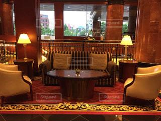 ホテルのロビー ソファ、テーブル、チェアの写真・画像素材[1158097]