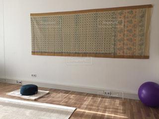 瞑想とヨガの部屋の写真・画像素材[1438172]