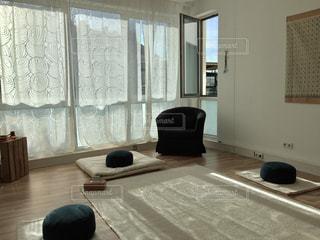 瞑想とヨガの部屋の写真・画像素材[1438174]