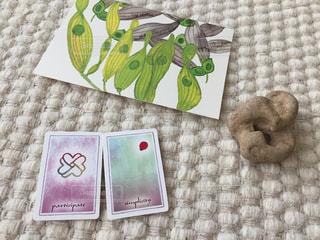 瞑想 タロットカード、石、ポストカードの写真・画像素材[1438213]