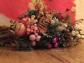 テーブルの上のクリスマスの飾りの写真・画像素材[1638967]