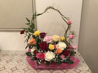 薔薇のフラワーアレンジメントの写真・画像素材[3265251]