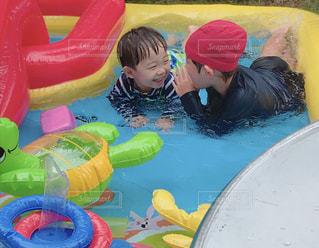 プールにいる子どもたちの写真・画像素材[2515035]