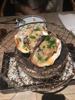 板の上に食べ物のパンの写真・画像素材[1619856]