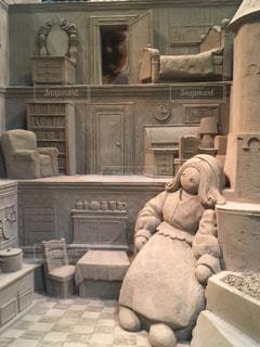 建物の上に座っているテディー ・ ベアの写真・画像素材[1621435]
