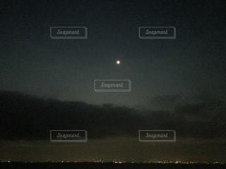 空には雲のグループの写真・画像素材[906955]