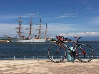 海王丸とロードバイクの写真・画像素材[356117]