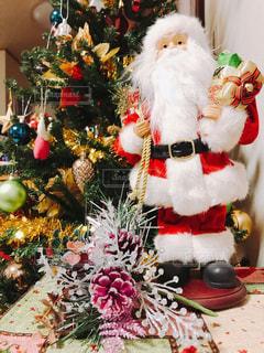 クリスマス ツリーとサンタクロースの写真・画像素材[862202]