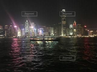 夜の空の都市と水体 - No.791640