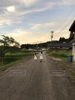 夕方のお散歩の写真・画像素材[2137028]