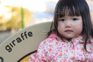 女の子の赤ん坊を保持の写真・画像素材[923248]
