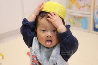 帽子をかぶった小さな男の子の写真・画像素材[925225]