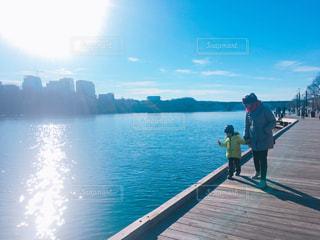 子ども,自然,空,建物,橋,親子,青,散歩,川,アメリカ,仲良し,旅行,ワシントンDC,DC,外国の景色,海外の景色