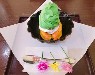 紙皿にケーキの写真・画像素材[753645]