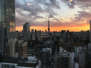 夕暮れ時の都市の景色の写真・画像素材[888390]