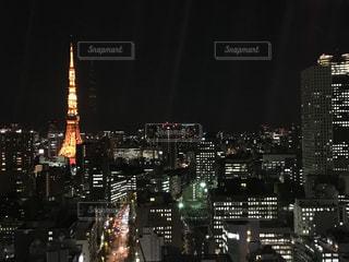 夜のライトアップされた街の写真・画像素材[888401]