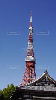 屋根越しのタワーの写真・画像素材[760837]