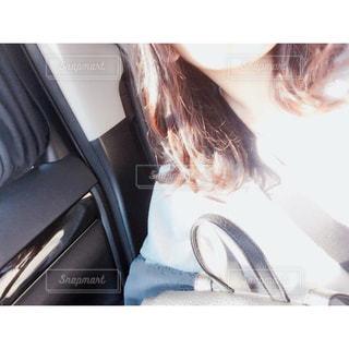selfie を取る女性の写真・画像素材[912329]