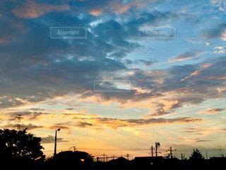 夕焼け空に浮かぶ雲の写真・画像素材[773630]