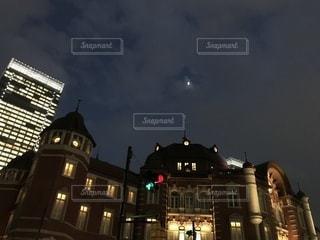 クロック タワーは夜ライトアップの写真・画像素材[926690]