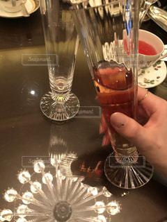 テーブルにグラス - No.992400