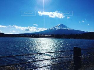 背景の山と水体の写真・画像素材[933974]