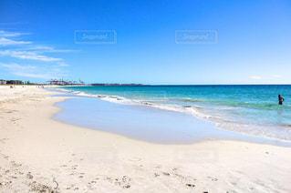 海の横にある砂浜のビーチの写真・画像素材[1824521]