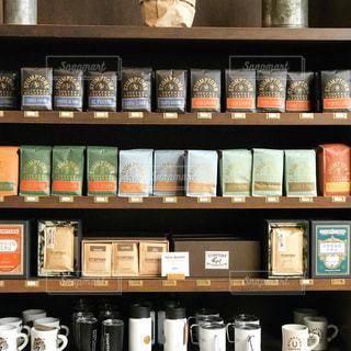 サードウェーブコーヒーの棚の写真・画像素材[813836]