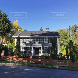アメリカの田舎にある住宅の写真・画像素材[813839]