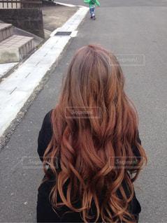 女性,1人,後ろ姿,髪型,大人,巻き髪,カラー,ロング