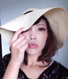 帽子をかぶっている女性 - No.728760