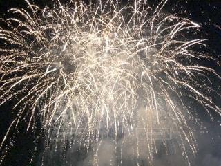 空に花火の写真・画像素材[1533987]